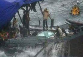 25-Mar-2013 5:18 - VLUCHTELINGEN GERED NA SCHIPBREUK BIJ CHRISTMAS ISLAND. Bij Christmas Island, een eiland tussen Indonesië en Australië, zijn 95 vluchtelingen gered nadat hun boot was gezonken. Dat hebben de