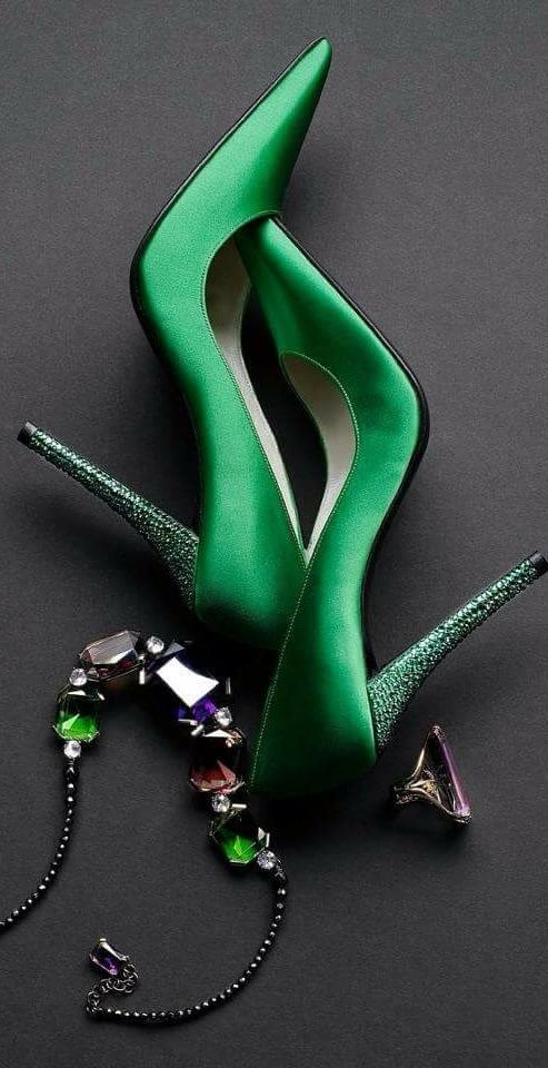Fashion*Shoes || ColorDesire Green || Rosamaria G Frangini || via Hello sweetie *****