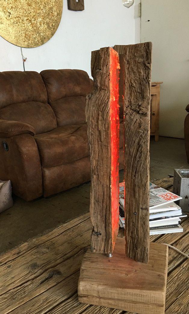 """Eine kleine edle und doch gemütliche Tischlampe von """"blond design"""" Das Licht (LED) verschiedene Farben.  Die Elektrik wurde durch das Holz gelegt , der Trafo liegt im Fuss. Bedienung (Mehrfarbig)..."""