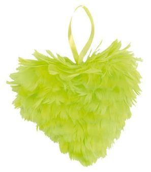 Ces cœurs en plume seront les stars de votre décoration de salle. Pensez-y aussi pour décorer un jardin lors d'une réception de mariage !