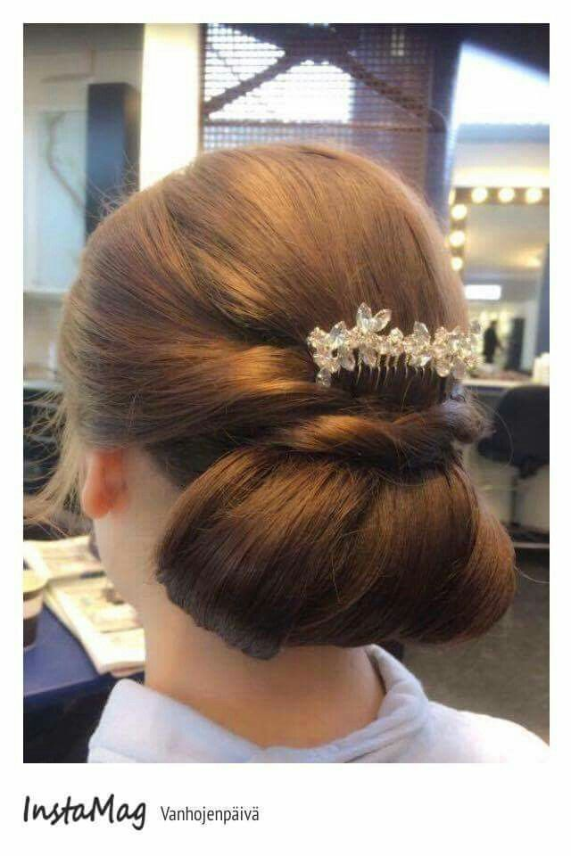 #juhlakampaus #prom #hairstyle #longhair #brunet #bun #hair accessories #tukkatalo