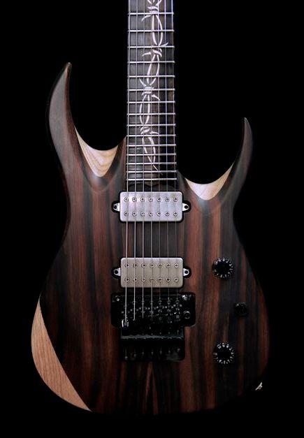 Une magnifique création que l'on doit à la lutherie italienne Overload Guitars. Retrouvez des cours de guitare d'un nouveau genre sur MyMusicTeacher.fr