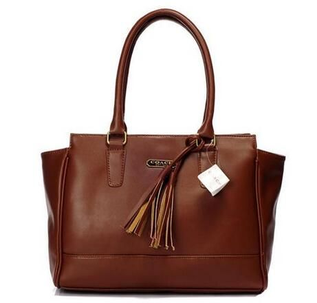 Coach has developed into a well-known American brand, offers a variety of male and female assembly decorated series, including handbags, small leather goods, briefcases, travel goods, footwear, watches, outerwear, scarves, sunglasses, jewelry and perfume series.
