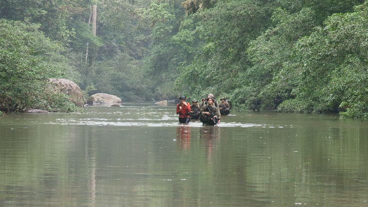 Cruzando un rio con la amenaza de las Farc