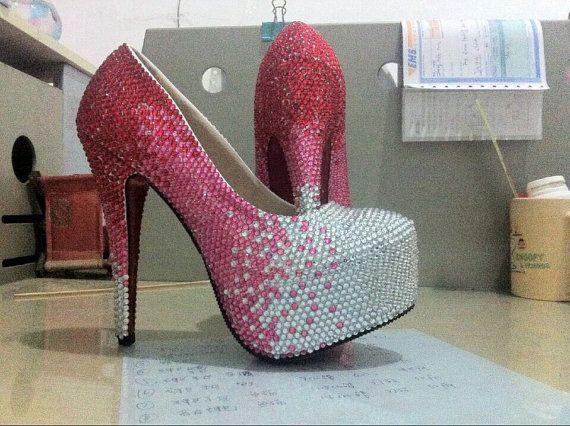 Saltos de casamento de cristal dedo do pé fechado 5 saltos de 1/2 polegadas brilhantes sapatos de casamento vermelho rosa pedras de cristal branco sapatos de noiva sapatos bomba(China (Mainland))