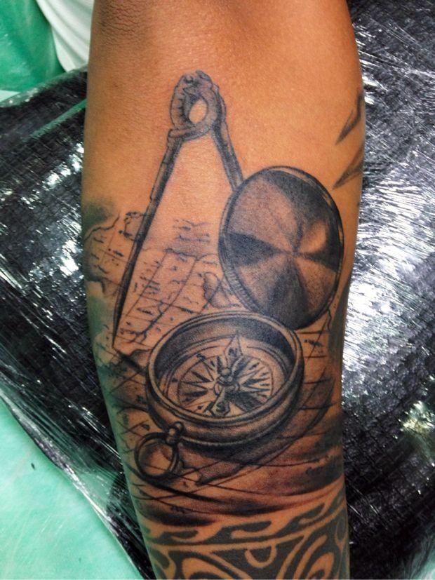 bussola,carta nautica e compasso sombreado braço | Tatuagem.com (tatuagens, tattoo)