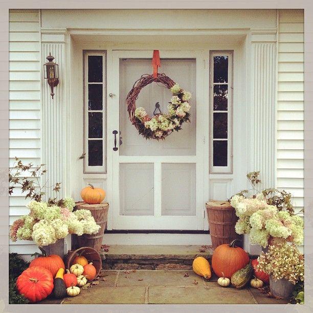 .@Eddie Ross | Fall front door decor #pinehillfarm