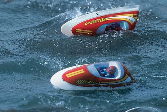 AquaCraft Models Reef Racer 2 RTR. There's no stop in the action with the Reef Racer 2's unique self-righting design.