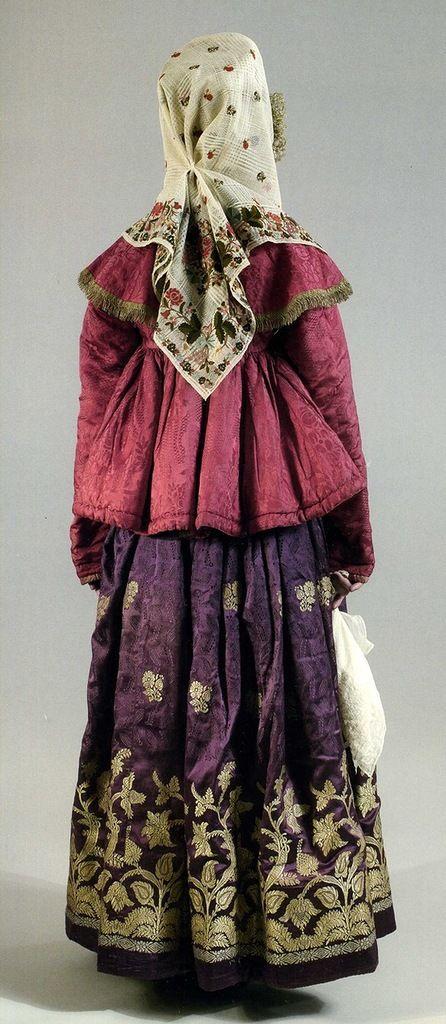 Женский праздничный костюм. Первая половина ХIХ века. Шугай, юбка, кокошник, платок