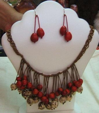 Geflochtene #Halskette und #Ohrstecker mit #Huayruros #Samen