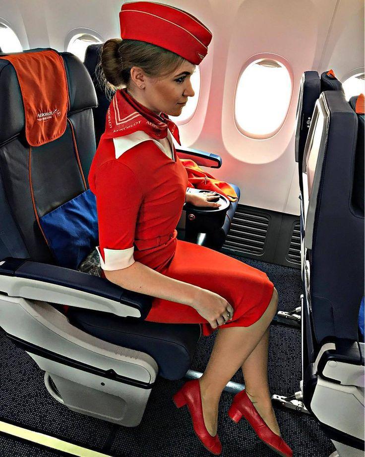 стюардесса позирует в кресле этом веб