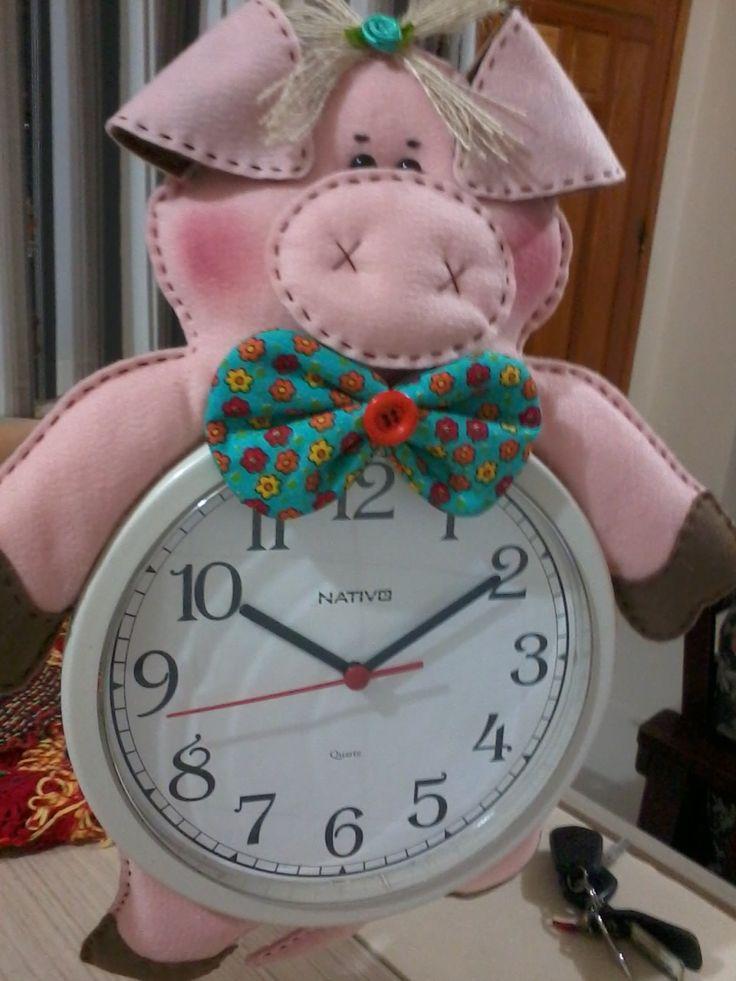Ju Spall: Relógio de Porquinha em Feltro
