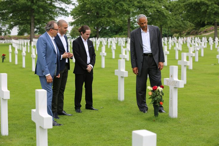 Today the Netherlands remembers those who gave their lives for their freedom.  One thing Stedman Graham, Joseph Oubelkas and I always do during our Speaking Tour, is give Honor to others who have given so much for our freedom - last year we showed our respect at the US Military Cemetery in Margraten, the Netherlands.