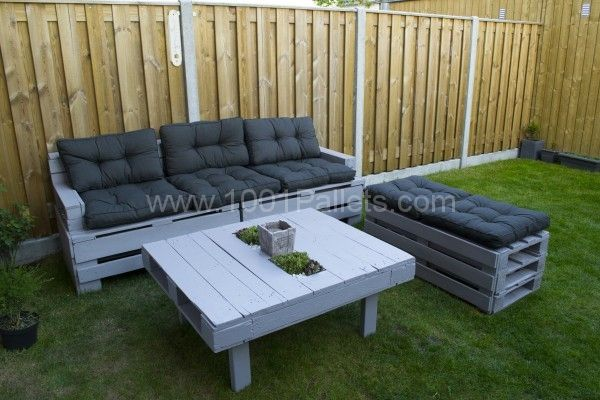 Pallets garden couch with sofa planter lounge couch and table. I knew there was a reason I couldn't find outdoor furniture I liked for the price. =-) Can cut a top hole in table pallet insert glass and place trinkets inside.