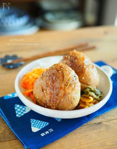 お弁当にうれしい肉巻おにぎり!  市販のタレとたっぷりの生姜で生姜焼き風です。