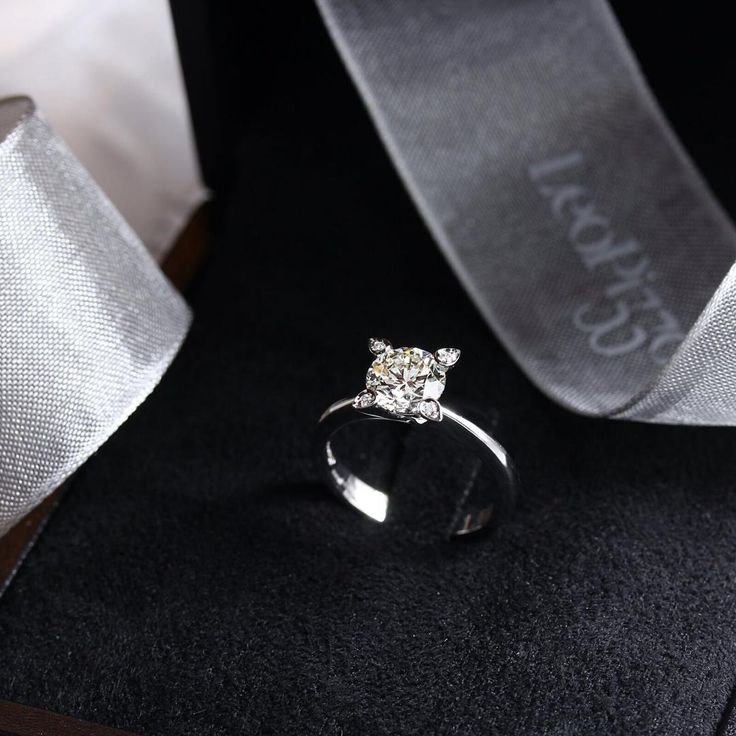 #leopizzo #fidanzamento #engagement #ring #fiancé #anello #leopizzosetting #sanvalentino #staywithme #insieme #romantic #love #fidanzati #gioielli #madeinitaly #handmade #roma #milano #taormina #selected #innamorati#jewelry#forever#withyou#