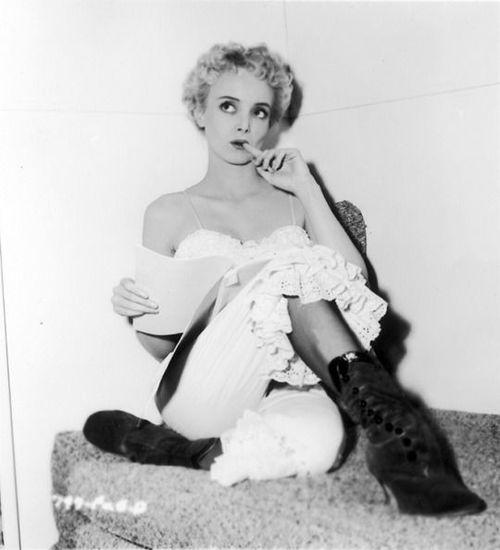Carolyn Jones during filming of House of Wax (1953)