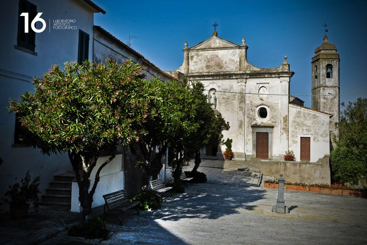La piazzetta d Sant'Ilario all'isola d'Elba. Fotografo di matrimoni