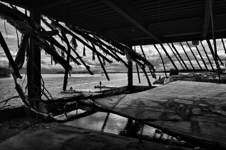 Foto Pierpaolo Mittica dalla serie Fukushima No-Go Zone magazzini devastati dallo tsunami, porto di Soma, (Giappone
