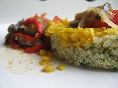 stoofpotje met linzen en quinoa: Met aubergine, paprika, ui en tomaten