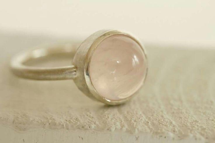 Silber Ring mit Rosenquarz - www.goldschmiede-bachmann.de