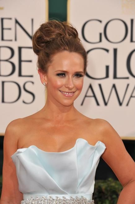 Jennifer Love Hewitt's updo is a Cinderella-perfect classic topknot. For a style as voluminous as Jennifer's, add volume with hair extensions put in before styling. #hair #hairstyle #updo #wedding