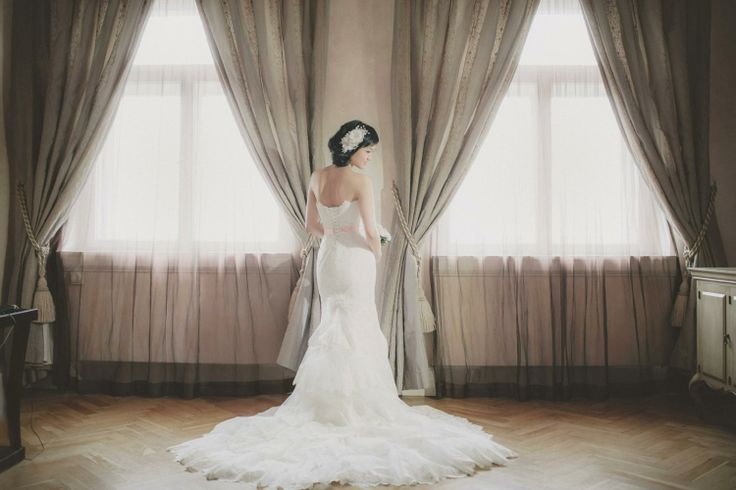 A bridal portrait session at the Pachtuv Palace by American Wedding & Pre Wedding Photographer Kurt Vinion