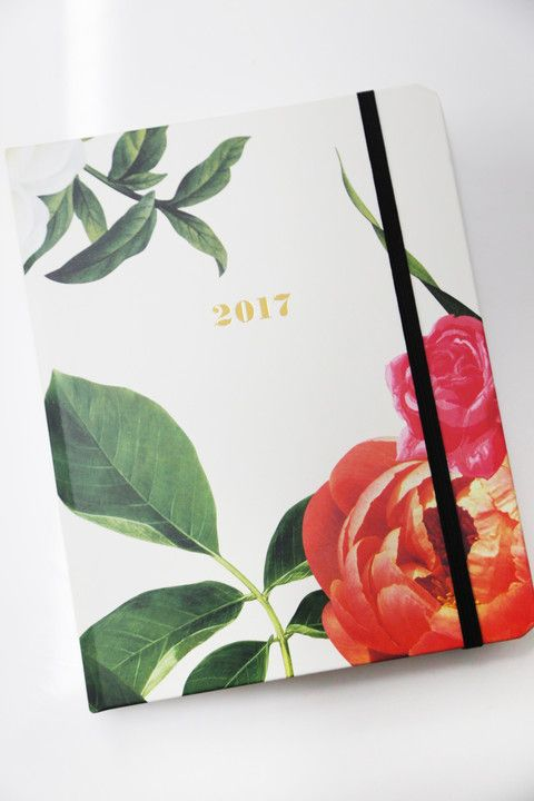 In elegant floral, this #KateSpade 17-month agenda is a total spring staple. Complete with monthly and weekly spreads, note pages and laminated dividers, staying organised has never looked so good.