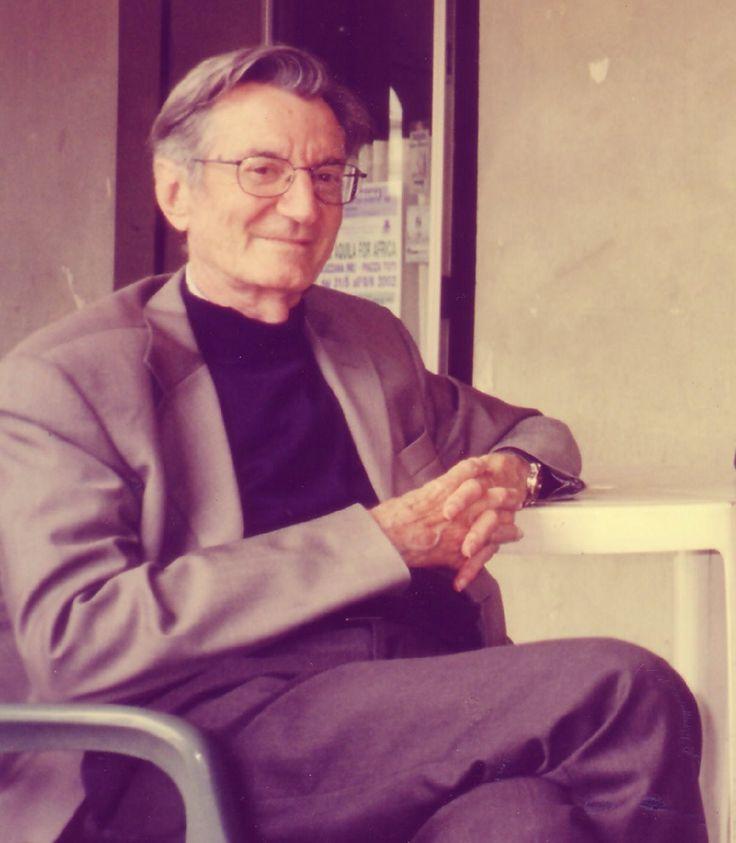 Carlo Lizzani è morto suicida a Roma. http://tuttacronaca.wordpress.com/2013/10/05/achtung-si-e-suicidato-lizzani-addio-a-un-narratore-di-storie-semplici/