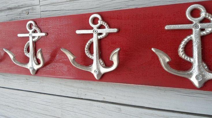 A FÁBRICA DE ÂNCORAS QUE EXISTE EM PETRÓPOLIS – Se tem uma coisa que já fizemos bastante na vida foram âncoras – as de verdade para fundear barcos e as miniaturas para decoração. Este m…