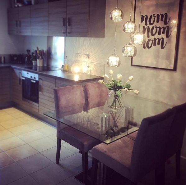 "'nicholakate': - ""Kitchen refresh  #kitchen #dining #tabledecor #diningtable #cluster #lightingdesign #lighting #nomnomnom #typography #tulips #stratahomes #mystratastory #strata"""