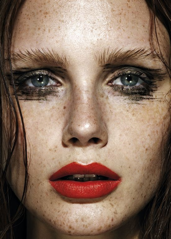 Very Olsen-esq, but I love a good brow, especially when brushed to the nines. Digging this tomato-red lip stain too