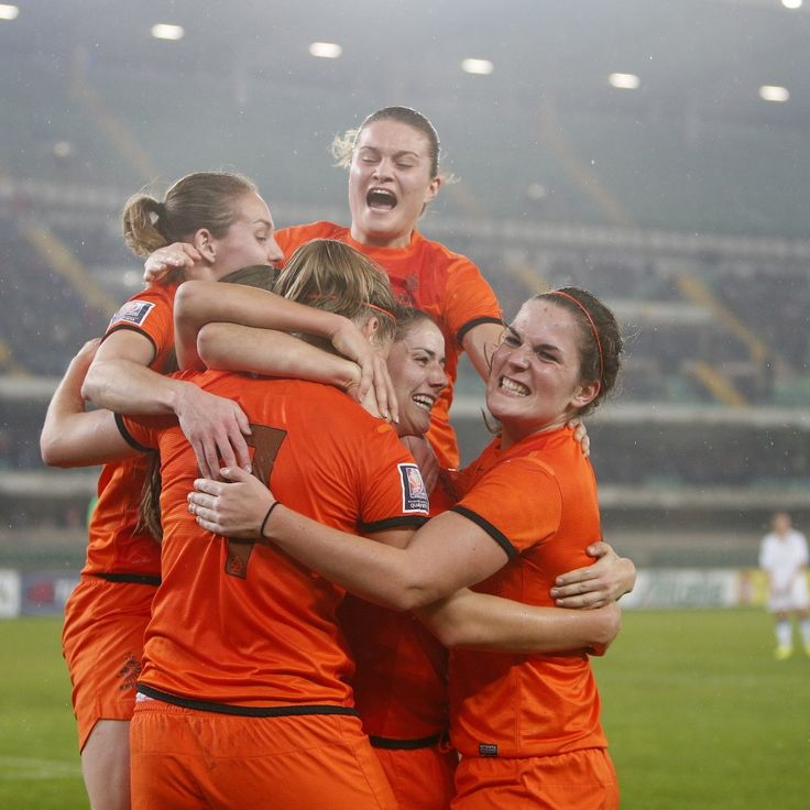 The Dutch women's football team is going to the World Cup for the first time!