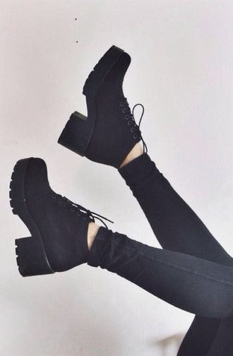 shoes boots pants cleated sole cool wedges black tumblr tumblr girl grung chuncky plateforme platform laceup high heels heels soft grunge pale kawaii grunge pale grunge jeans black plattform noir chaussures talons black chunky boots israel black boots