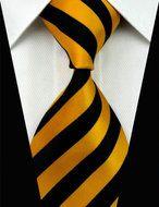 Giftset Helsinki - Stropdas Manchetknopen & Pochet!  Description: Met deze stropdas tover je op ieders gezicht een glimlach. Een brede gele streep en een blauwe smalle streep wisselen elkaar af en dat zorgt voor een prachtig effect. Wil je ook wat meer kleur aanbrengen in je outfit? Dit kan dan heel goed met deze stropdas. Zorg dat je gaat ontdekken wat kleur met je kan doen een wit overhemd kan namelijk na een tijdje saai worden maar vanaf nu straal je iedere dag opnieuw. Wissel af zorg…