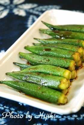 Marinated baked okra with ginger sauce