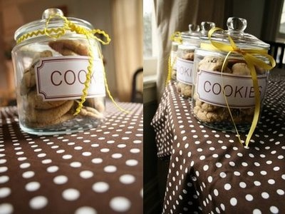 Cookie jars with different types of cookies.