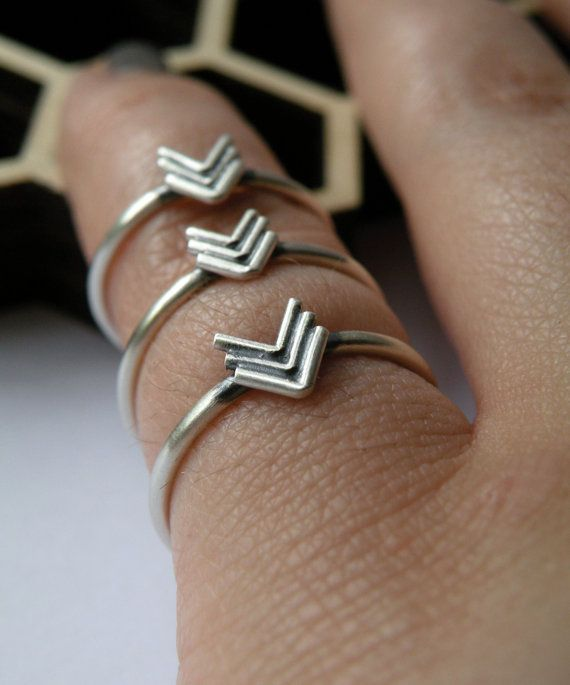 arrow ringsFashion, Jewelry Obsession, Chevron Rings, Bling Inspiration, Arrows Rings, Jewels, Accessories, Accessorizing, Jewelry Boxes