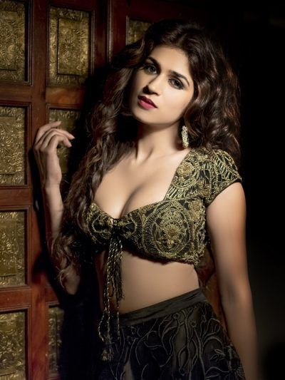 Shraddha Das sensuous cleavage show attracts all,Shraddha Das ,Shraddha Das sensuous cleavage ,Shraddha Das Hot
