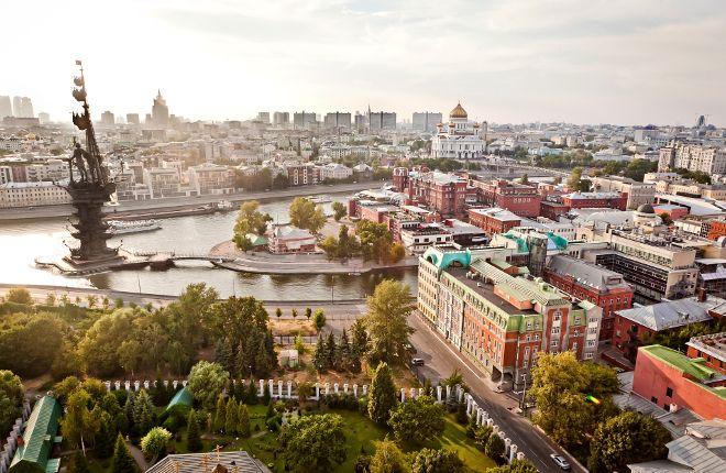 Visite a bela Moscou e conheça pontos belíssimos da cidade, passando pelo complexo amuralhado do Kremlin e admirando suas incríveis igrejas e catedrais. Além disso, você conhecerá a maravilhosa Praça Vermelha e sua colorida Catedral de São Basílio.