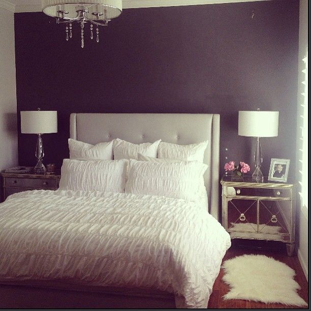Small Bedroom With A Dark Accent Wall