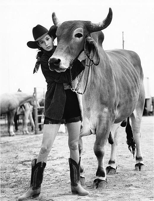 Charlene in Cheyenne Wyoming, with Bullseye BBQ Sauce Bull, 1989519 x 680   95.5 KB   ana-lee.livejournal.com