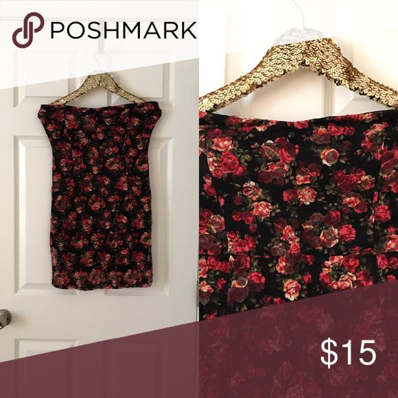 Joyce Leslie Strapless Floral Bodycon Dress This gorgeous dress is perfect for spring and summer. Floral pattern is lace. Has cute buttons and a sweetheart-ish neckline. Joyce Leslie Dresses Mini