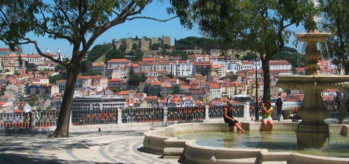 Lisbon's 10 most beautiful views / As 10 mais belas vistas de Lisboa - via Lisbon Lux #Portugal Photo: Miradouro de São Pedro de Alcântara, Lisboa