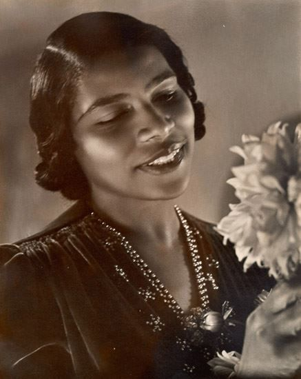 Opera singer MARIAN ANDERSON will appear on $5 bill. Marian Anderson Sings at Lincoln Memorial. 1939. Marian Anderson, contralto, was denied the right to perform at Constitution Hall by the DAR because of her color. Instead, and at the urging of Eleanor Roosevelt, Harold Ickes permitted her to perform at the Lincoln Memorial on April 9, 1939. This Lincoln Memorial performance some …