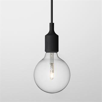 E 27 er en lampe designet som en hyllest til det vakre i det enkle _ en naken stor lyspære med fargematt feste og ledning som i sitt formspråk er både opprinnelig, enkel, artig og moderne. Fins i flere farger.