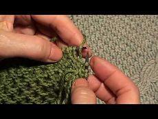 ▶ Как закрыть петли проймы с помощью полого шнура (I-CORD). Окончание - YouTube Пройма формируется за счет укороченных рядов, затем к открытым петлям проймы присоединяется I-шнур с одновременным закрытием петель проймы. Такая обработка дает аккуратный край в том случае, когда в пройму не будет вшиваться рукав (топики, жилеты).