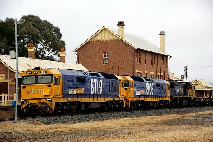 Cootamundra West 8119-8103-X50 on an up wheat train about to take the northern leg of the triangle after finishing safeworking arrangements. 10.50am. 22/6/11.