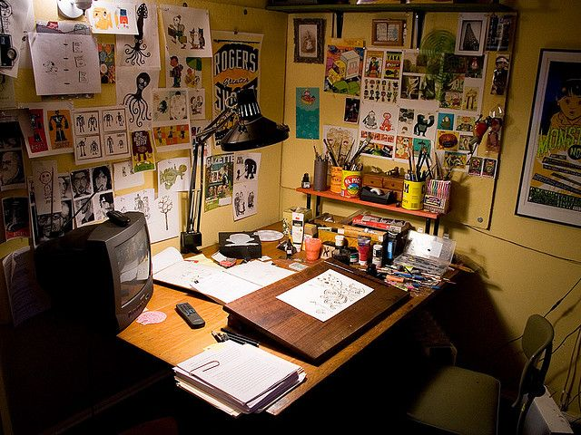 Great workspace. I need to set up a corner like this over my drafting table. My walls always stay so bare!