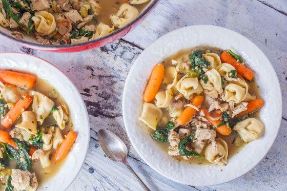Sopa de tortellini de pollo con champiñones y espinacas Receta - Food.com